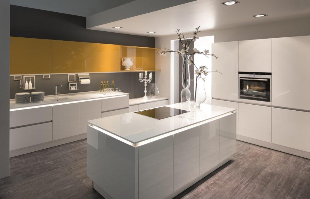 Фото: бело-золтые кухни в современном стиле