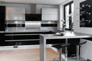 Фото: Кухни в стиле хайтек черные