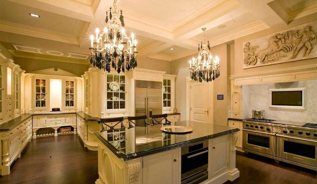 Фото: Белые классические кухни купить