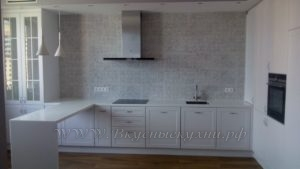 фото: белая глянцевая кухня в современном стиле