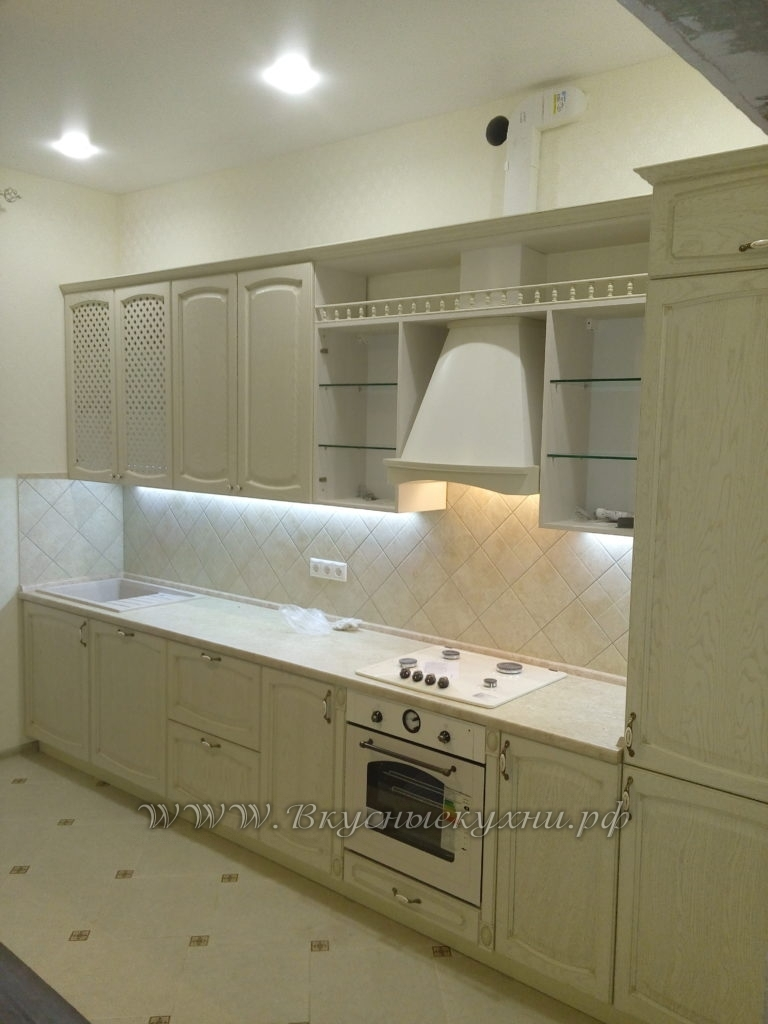 Фото: светлая кухня в стиле прованс