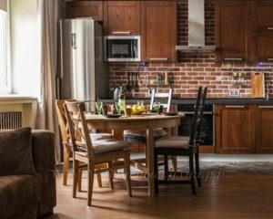 Фото: кухня в стиле лофт из массива