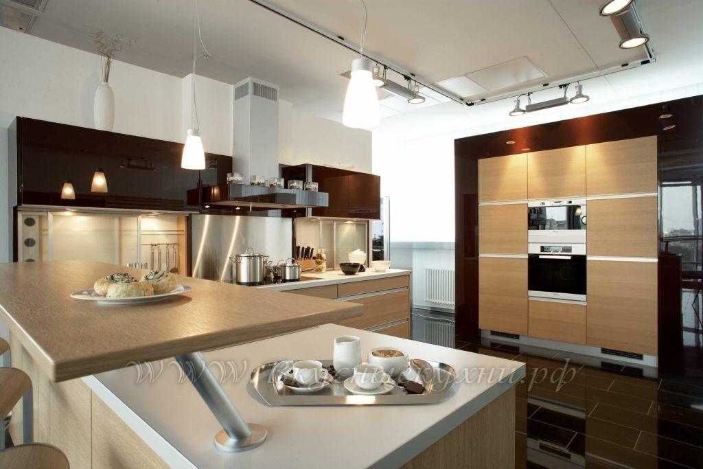 Фото: большая кухня в стиле хайтек