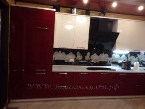 Фото: красная кухня в стиле модерн
