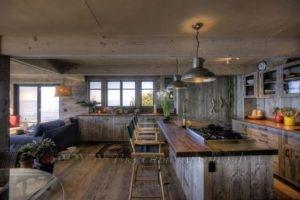 Фото: большая кухня в стиле лофт