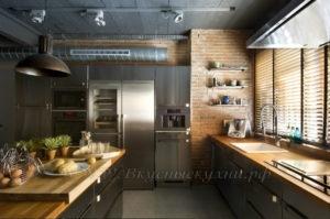 Фото: кухня в стиле лофт массив