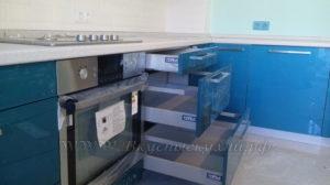 Фото: голубая кухня в стиле модерн
